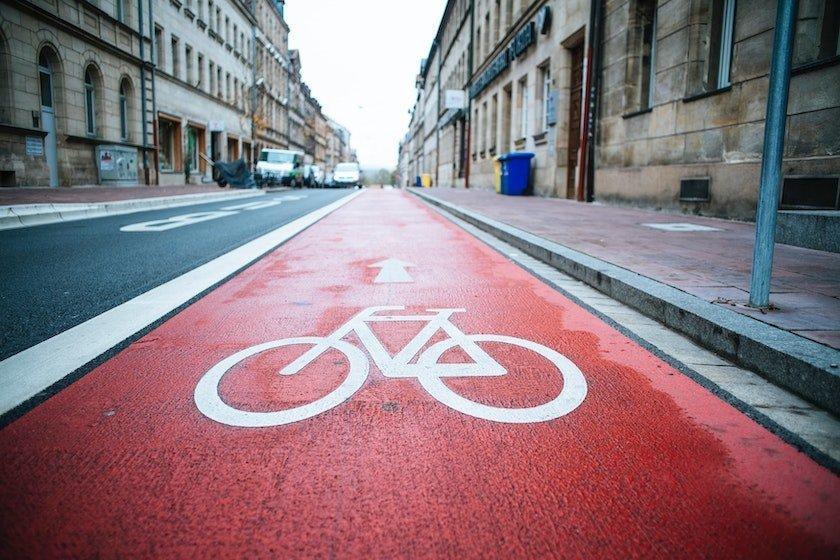 Study Finds Cycling, E-bikes, Walking Help Cut CO2 Emissions
