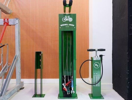 wheel chock bike repair stand pump
